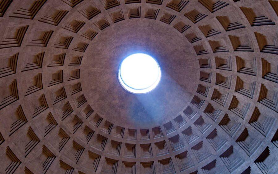 tempio solare o cupola del pantheon a roma